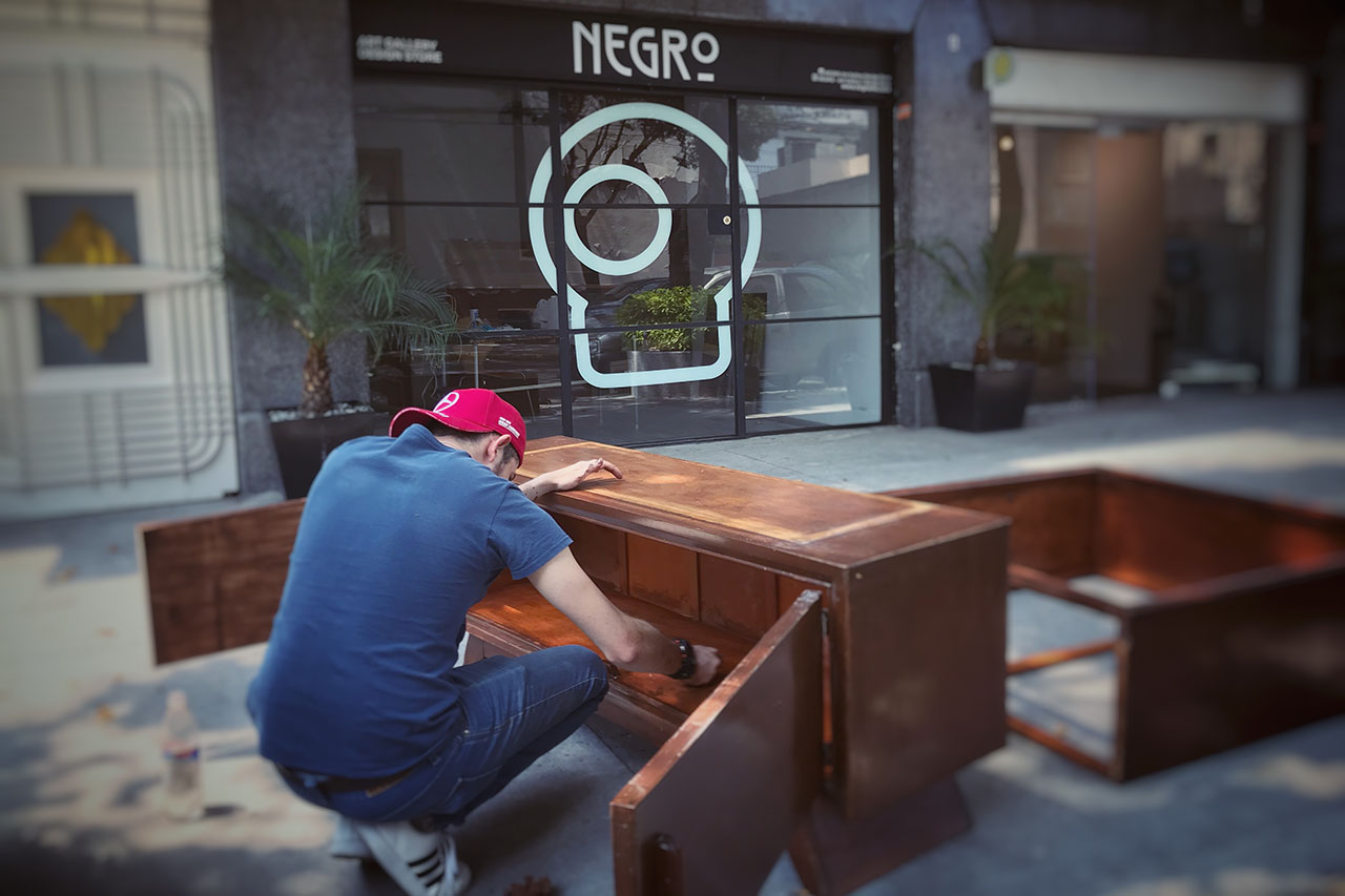 NEGRO-ArtGallery-DesignStore-01